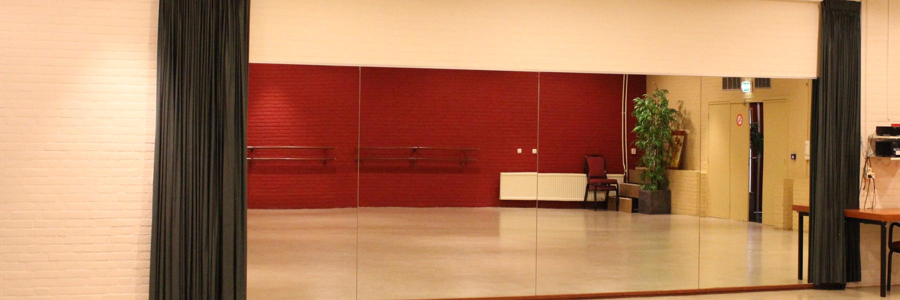 Ballet ruimte met spiegel